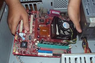 memasang-motherboard-ke-casing