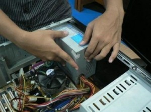 memasang-power-supply